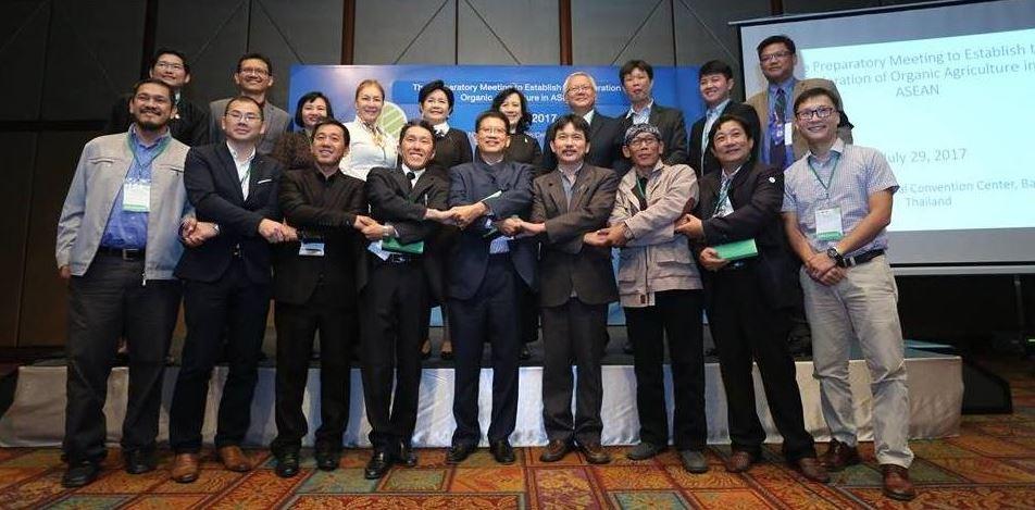 ประชุมตัวแทนสมาคมเกษตรอินทรีย์จากประเทศต่าง ๆ 8 ประเทศในอาเซียน คือ กัมพูชา อินโดนีเซีย มาเลเซีย เมียนมาร์ ฟิลิปปินส์ เวียดนาม สิงคโปร์ และไทย เพื่อร่วม