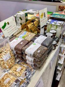6. สินค้าของ Green Net ทั้งข้าวชนิดต่าง ๆ เม็ดมะม่วงหิมพานต์ ชาใบหม่อน น้ำมันมะพร้าว หนังสือ ฯลฯ